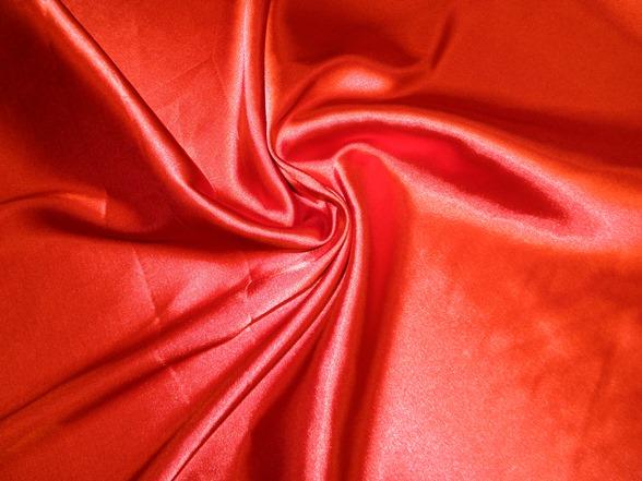 piros kreppszatén