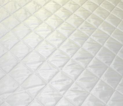 fehér steppelt bélés