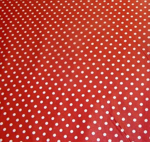 piros alapon fehér pettyes vászon