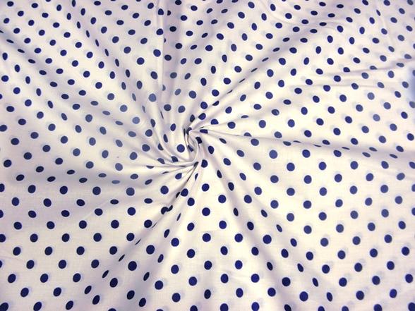 fehér alapon kék pettyes vászon