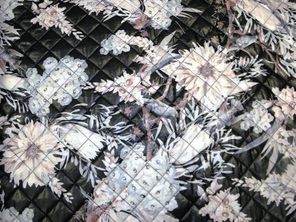 Virág mintás steppelt anyag